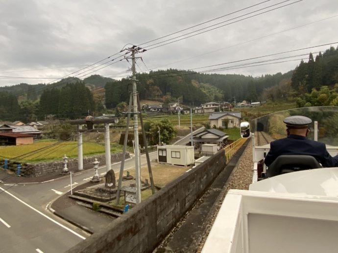 グランド・スーパーカートが通過するくしふる神社