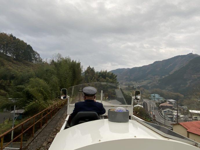 高千穂町を進むグランド・スーパーカート