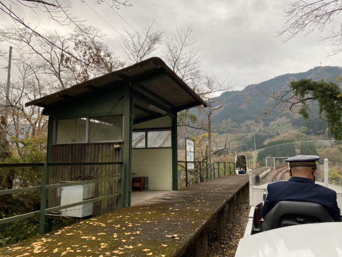 天岩戸駅を通過