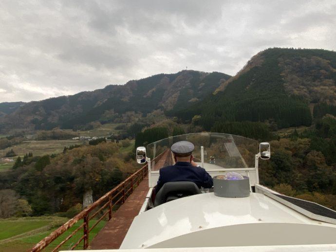 鉄橋を渡るグランド・スーパーカート