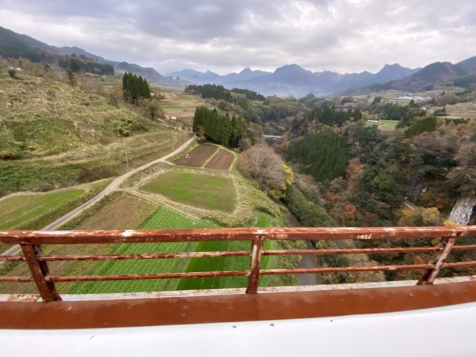 鉄橋から見下ろす棚田