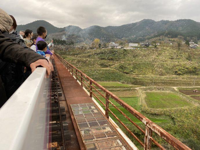 高千穂峡とシャボン玉と乗客