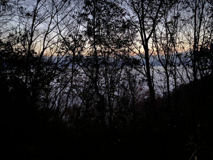 夜明けの国見ヶ丘展望台への道