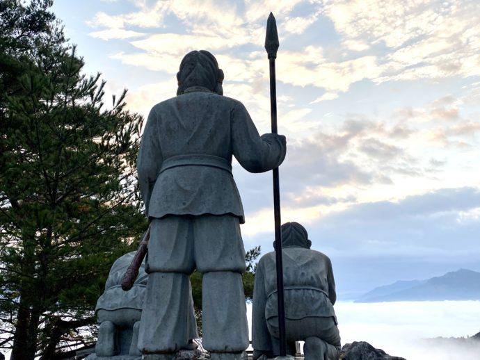 高千穂の町を見守るニニギノミコト像