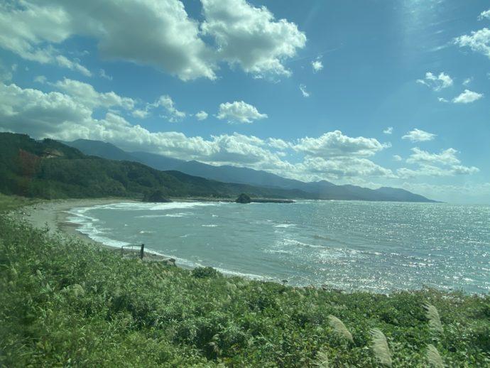 リゾートしらかみから見える海