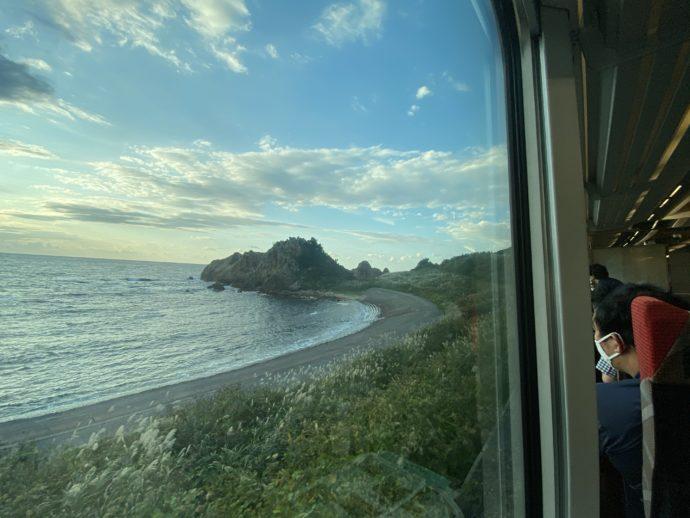 リゾートしらかみの窓から見える海