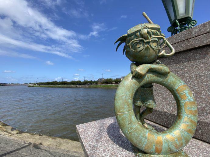 コナン大橋手前のコナンと浮き輪