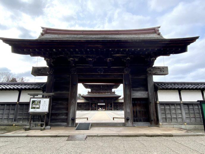 瑞龍寺の総門