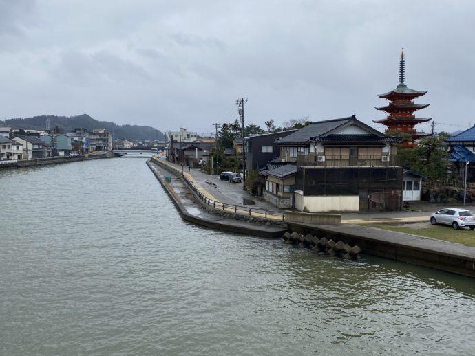比美乃江大橋から見える街並み