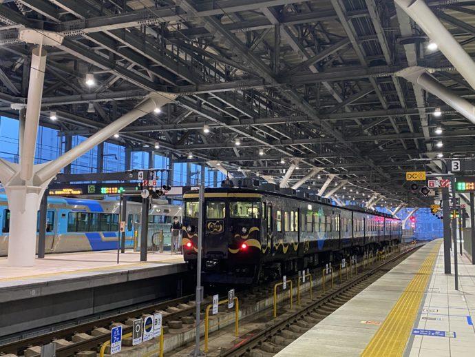 あいの風とやま鉄道富山駅の構内