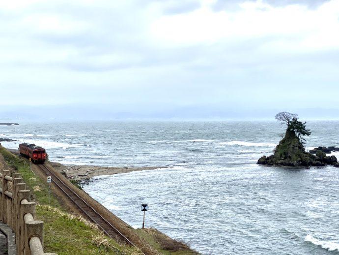 JR氷見線の線路と鉄道
