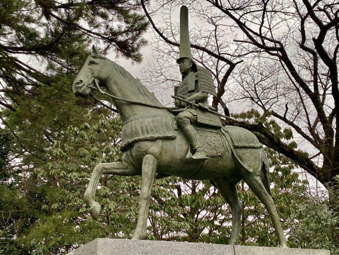前田利長公の像