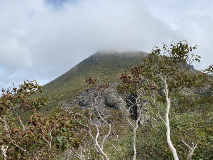 霧のかかる岩木山山頂