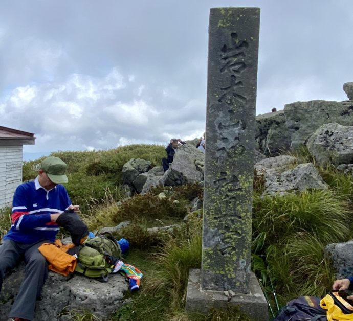岩木山の山頂の石碑