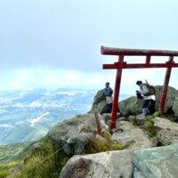岩木山の頂上と鳥居