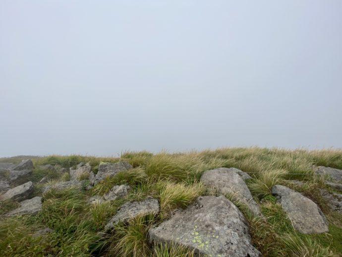 ガスで曇る岩木山の頂上