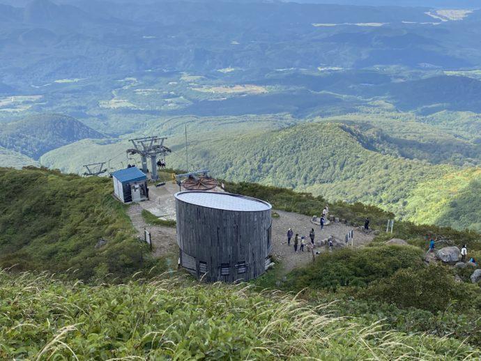 鳥海山から見る九合目リフト