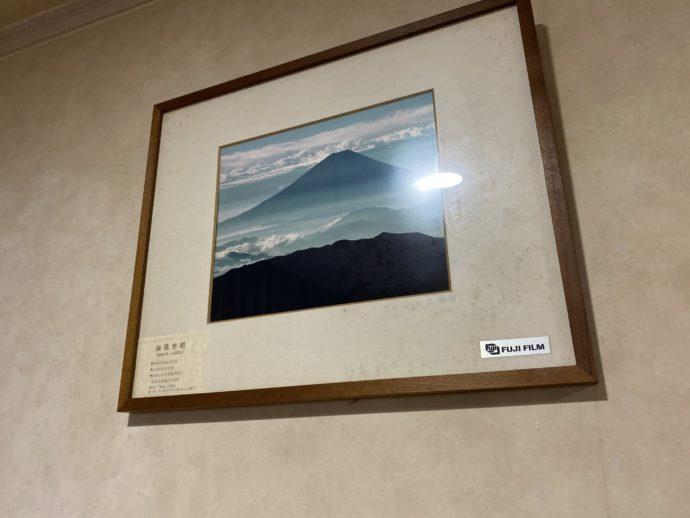 ホテルの怪しい絵画