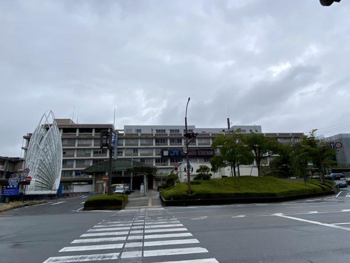 雨の米子駅前