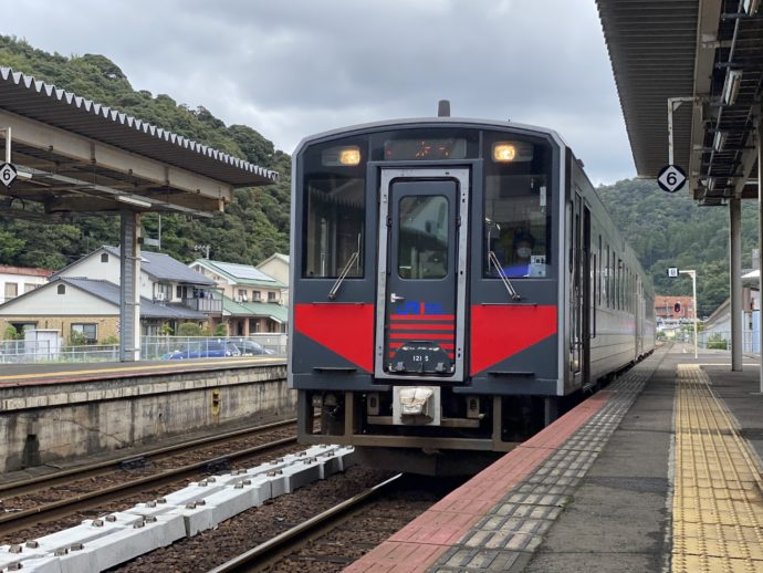 JR由良へ行く電車