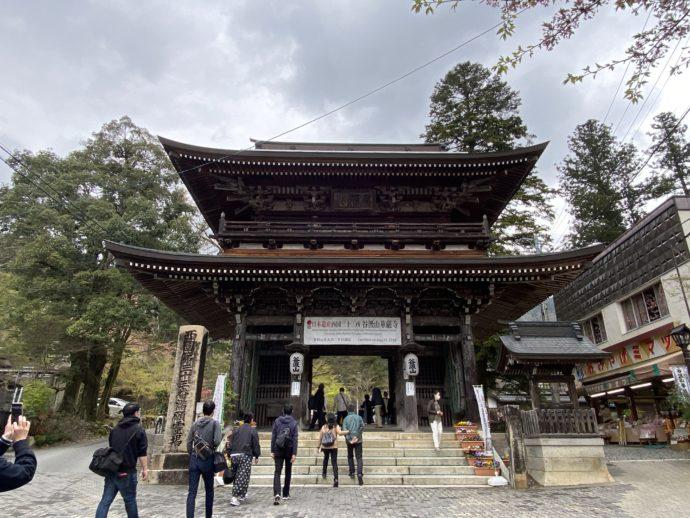 華厳寺の山門