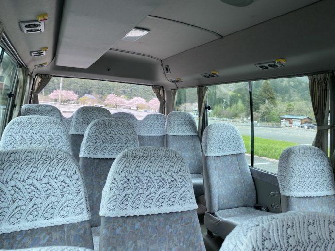 揖斐川町ふれあいバスの貸切車内