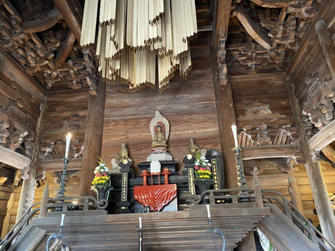 瑞龍寺の仏殿内部