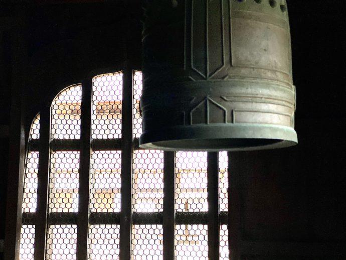 瑞龍寺の仏殿の鐘