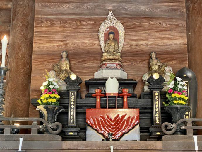 瑞龍寺の仏殿の三尊