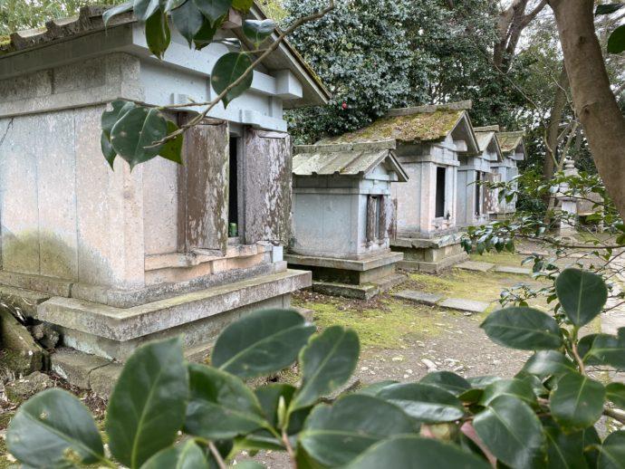 瑞龍寺の石廟