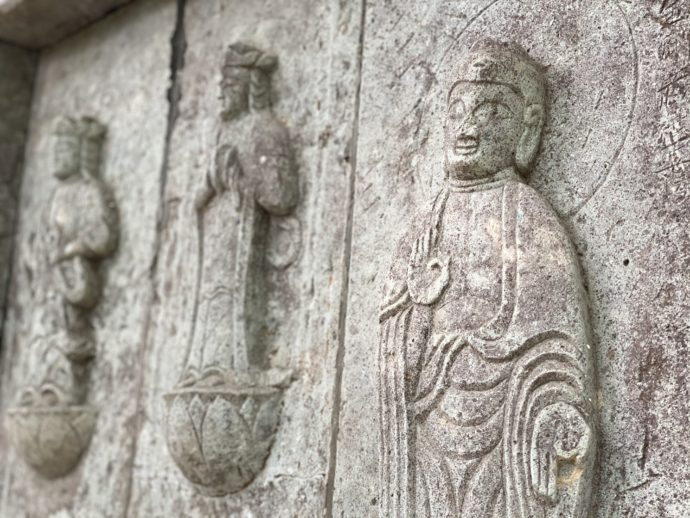 石廟に掘られた仏様