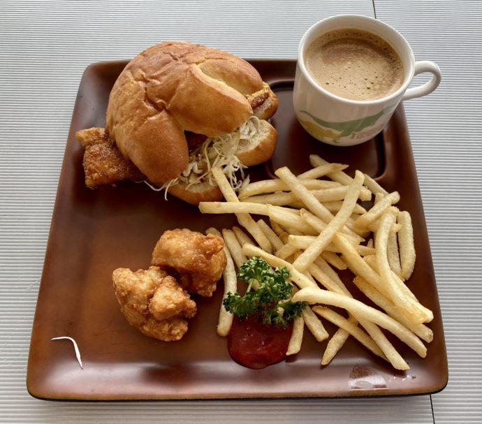 レストラン「ディノ」の福井バーガーセット