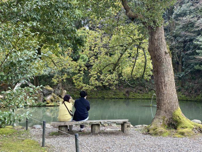 尾山神社のベンチ