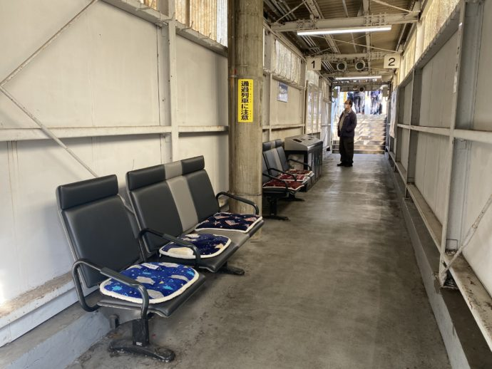JR近江塩津駅のベンチ