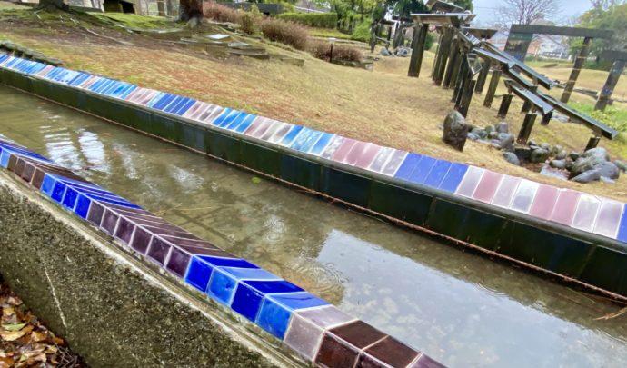 用水路の九谷焼タイル