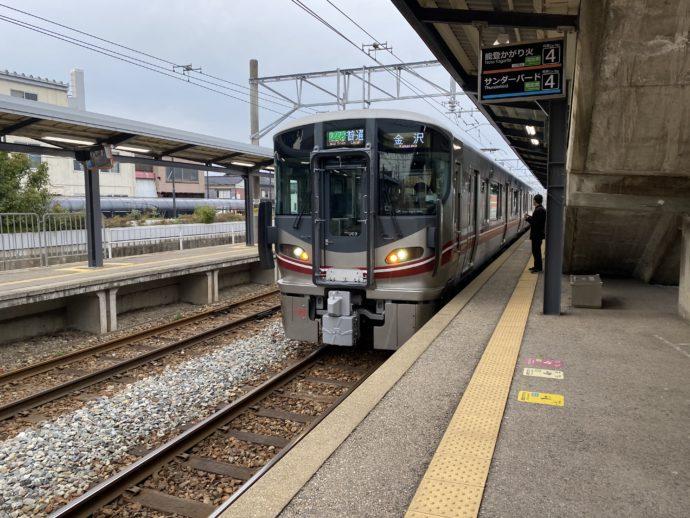 羽咋駅のホーム