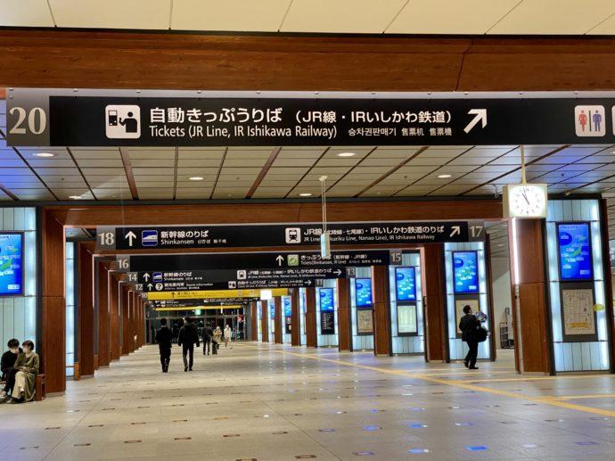 深夜の金沢駅構内