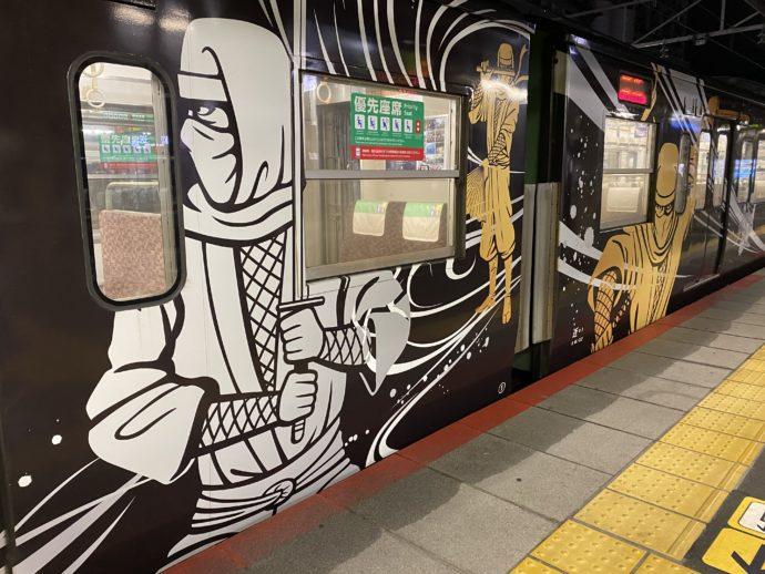 JR草津線の忍者ラッピング列車 SHINOBI-TRAIN