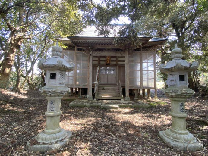 七面大明神の拝殿