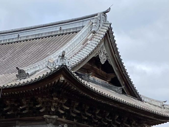 瑞龍寺仏殿の鉛瓦葺き