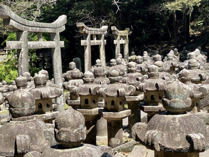 毛利家墓所の石塔群