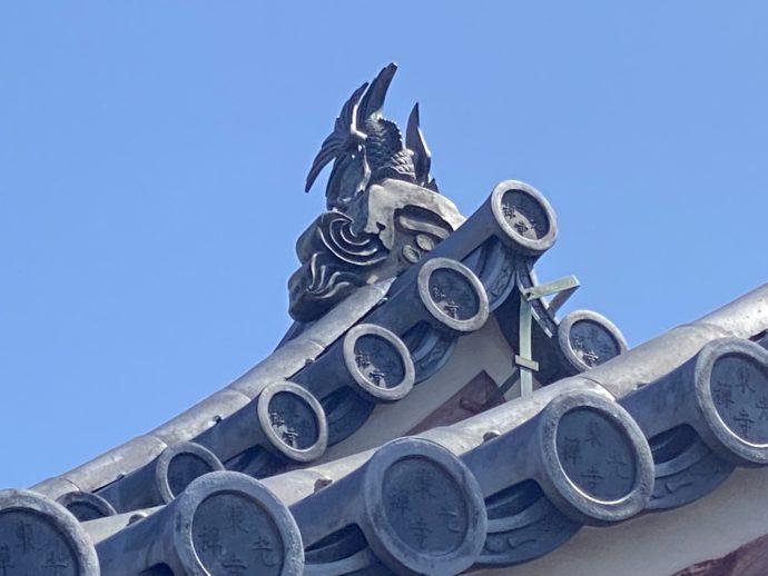東光寺総門の摩伽羅