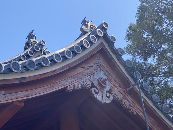 東光寺総門の屋根