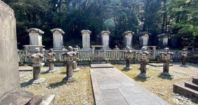 東光寺毛利家墓所の藩主の墓碑