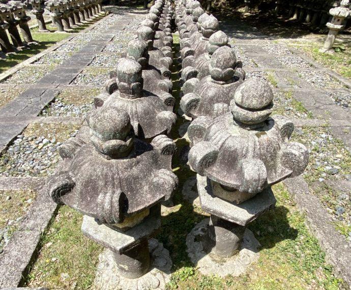 東光寺毛利家墓所の石灯籠