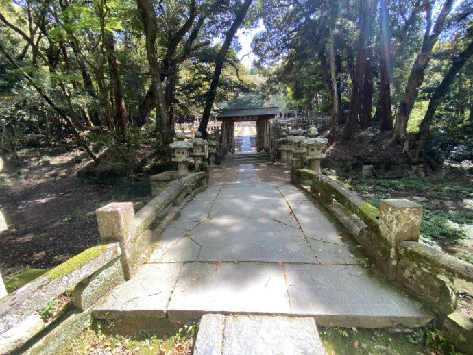 東光寺毛利家墓所への入り口