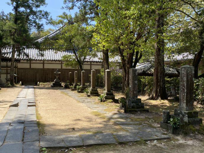 東光寺の墓所