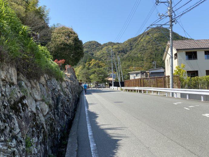 瑠璃光寺への道