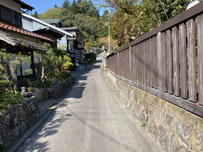 永明寺への細い路地