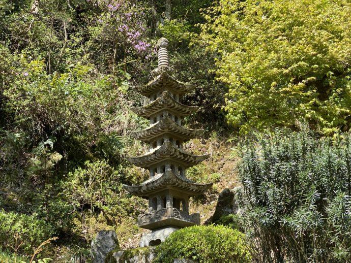 庭園の五重の塔